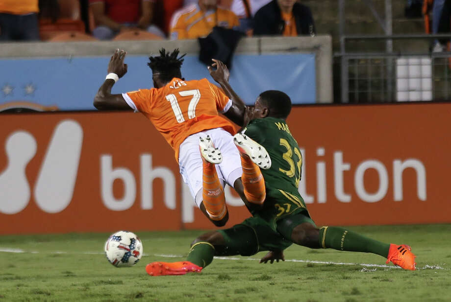 Portland Timbers defender Larrys Mabiala (33) fouls in Houston Dynamo forward Alberth Elis (17) and receives a yellow card during the first half of Leg 1 MLS Semifinal match at BBVA Compass Stadium Monday, Oct. 30, 2017, in Houston. Photo: Yi-Chin Lee, Houston Chronicle / © 2017  Houston Chronicle