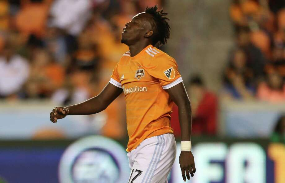 Houston Dynamo forward Alberth Elis (17) reacts to being stopped by Portland Timbers goalkeeper Jeff Attinella (1) and not making a goal during the second half of Leg 1 MLS Semifinal match at BBVA Compass Stadium Monday, Oct. 30, 2017, in Houston. The Houston Dynamo tied with Portland Timbers 0-0. Photo: Yi-Chin Lee, Houston Chronicle / © 2017  Houston Chronicle