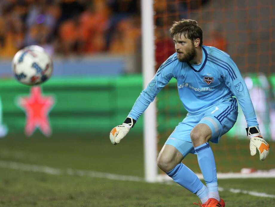 Houston Dynamo goalkeeper Tyler Deric (1) goes back to his position after a save during the first half of Leg 1 MLS Semifinal match at BBVA Compass Stadium Monday, Oct. 30, 2017, in Houston. Photo: Yi-Chin Lee, Houston Chronicle / © 2017  Houston Chronicle