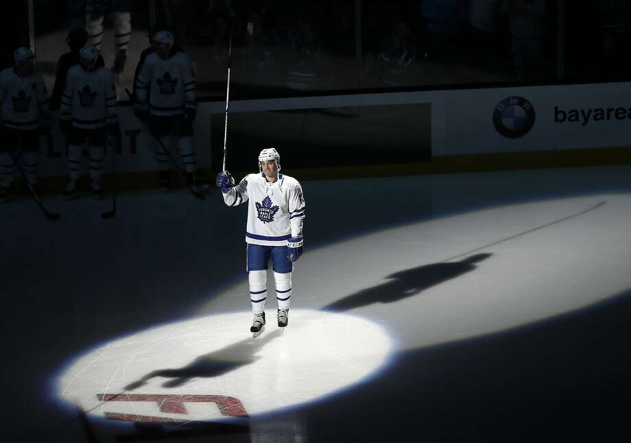 Patrick Marleau, who played 19 seasons in San Jose, raises his stick to the crowd in his return to SAP Center. Photo: Marcio Jose Sanchez, Associated Press