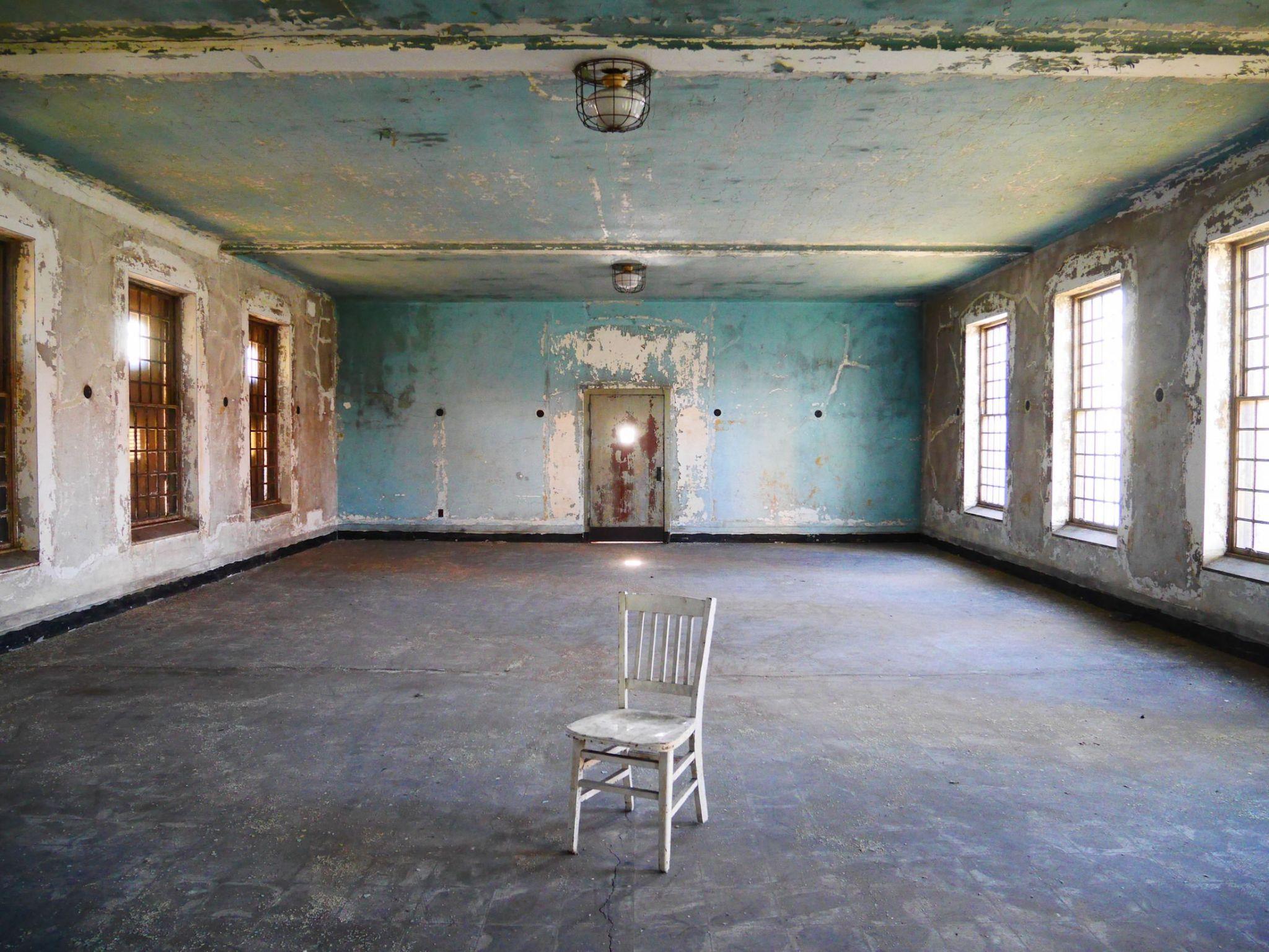 I Toured Ellis Island S Eerie Abandoned Hospital Take A