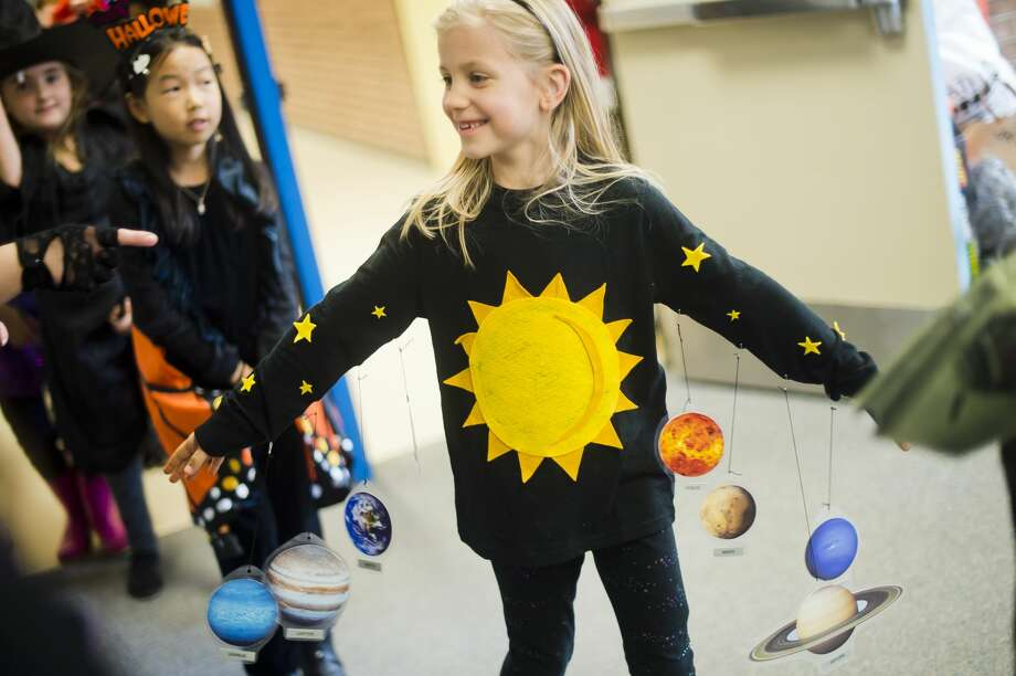Students and faculty at Adams Elementary take a break from class to parade through the halls in their Halloween costumes on Tuesday, Oct. 31, 2017. (Katy Kildee/kkildee@mdn.net) Photo: (Katy Kildee/kkildee@mdn.net)