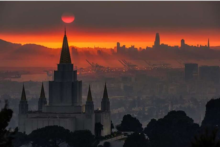 @photoz2frame photographed one of the surreal sunsets over San Francisco from the smoke caused by the Wine Country wildfires. Photo: Instagram / Photoz2frame