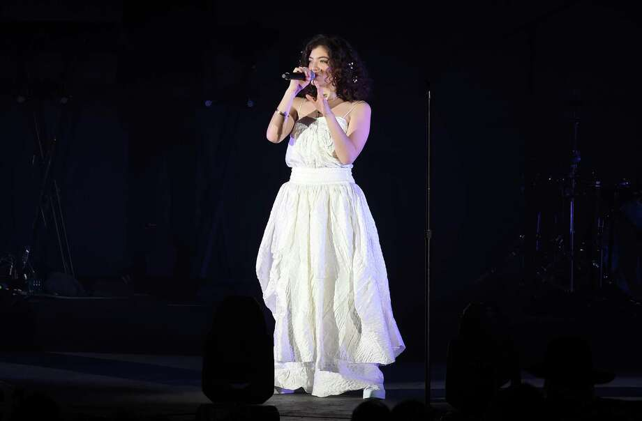 LOS ANGELES, CA - OCTOBER 21:  Lorde performs onstage at CBS RADIO's We Can Survive 2017 at The Hollywood Bowl on October 21, 2017 in Los Angeles, California.  (Photo by Kevin Winter/Getty Images for CBS RADIO) Photo: Kevin Winter, Staff / 2017 Getty Images