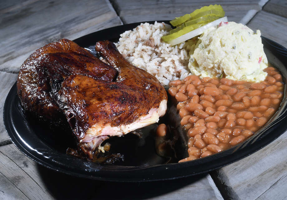 Barbecue chicken at Billy Joe's Bar-B-Q in Nederland. Photo taken Wednesday, October 25, 2017 Guiseppe Barranco/The Enterprise Photo: Guiseppe Barranco, Photo Editor / Guiseppe Barranco ©