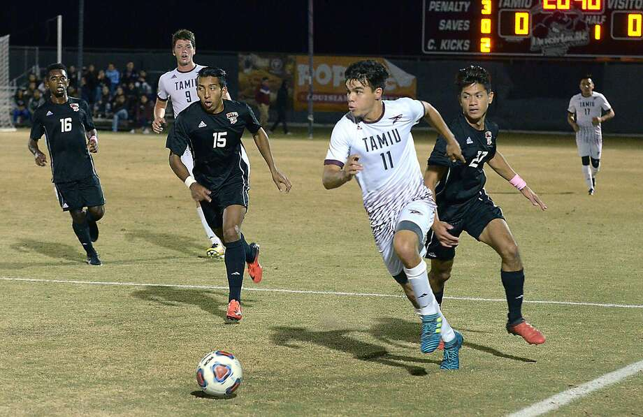 TAMIU forward Elias Perales looks downfield as he outruns UTPB defenders, Tuesday, October 31, 2017 at the TAMIU Soccer Field. Photo: Cuate Santos /Laredo Morning Times File / Laredo Morning Times