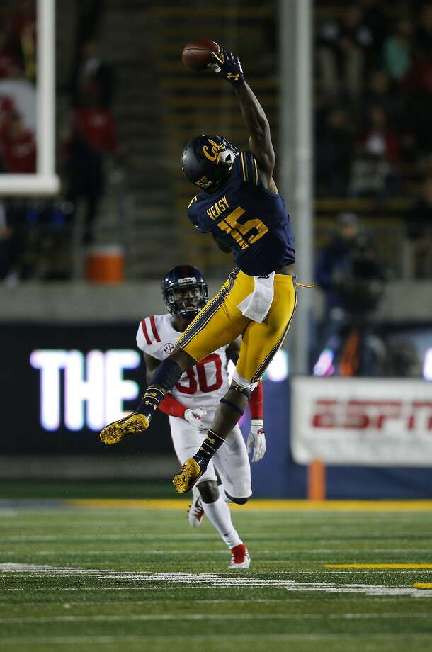 California Golden Bears wide receiver Jordan Veasy (15) makes the reception after tipping and juggling the ball down during the first half of an NCAA football game between the California Golden Bears and the Mississippi Rebels at California Memorial Stadium on Saturday, Sept. 16, 2017, in Berkeley, in Berkeley, Calif. The Rebels lead 16-7 at halftime. Photo: Santiago Mejia, The Chronicle