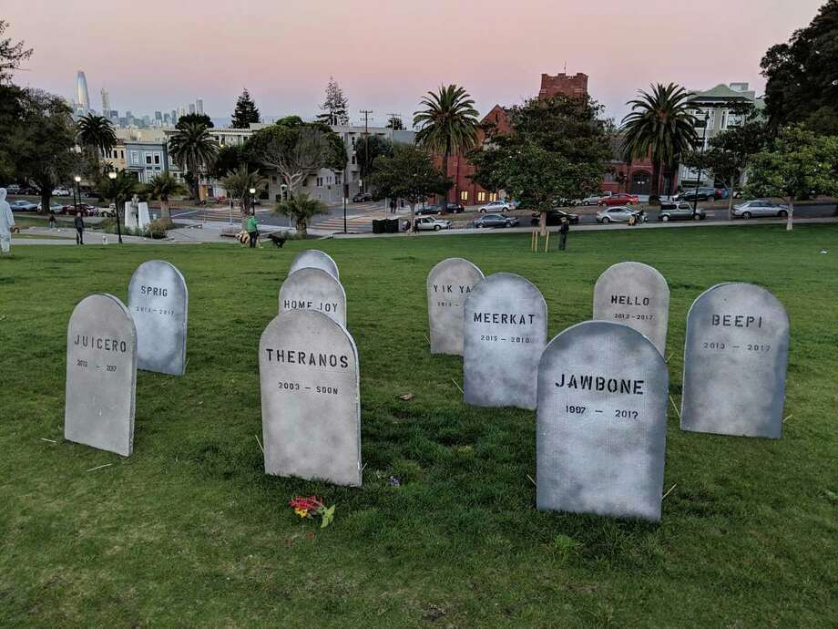 San Francisco resident Evan Hynes built a graveyard to defunct startups in Mission Dolores Park on Wednesday, Oct. 31, 2017. Photo: Evan Hynes