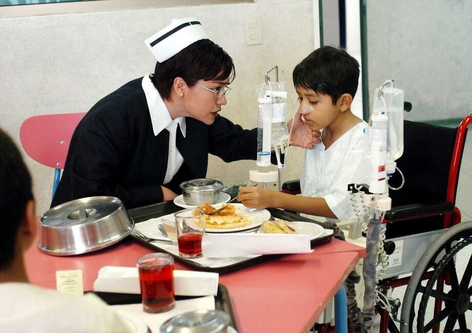 Nurse Magdalena Alva, cares for a child at the nursing school of the National Cardiology Institute in Mexico City, Mexico, in 2004. Mexico's per capita spending on health care lags other industrialized nations. Photo: MARCO UGARTE /AP / AP