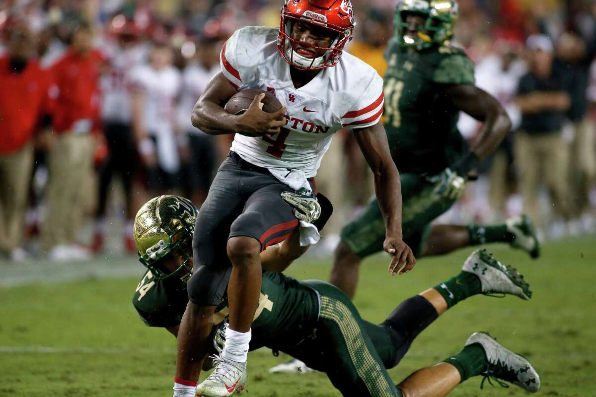 Quarterback D'Eriq King #4 of the Houston Cougars slips a tackle by linebacker Nico Sawtelle #54 of the South Florida Bulls as he runs for a 20-yard touchdown during the fourth quarter of an NCAA football game on October 28, 2017 at Raymond James Stadium in Tampa, Florida. (Photo by Brian Blanco/Getty Images)