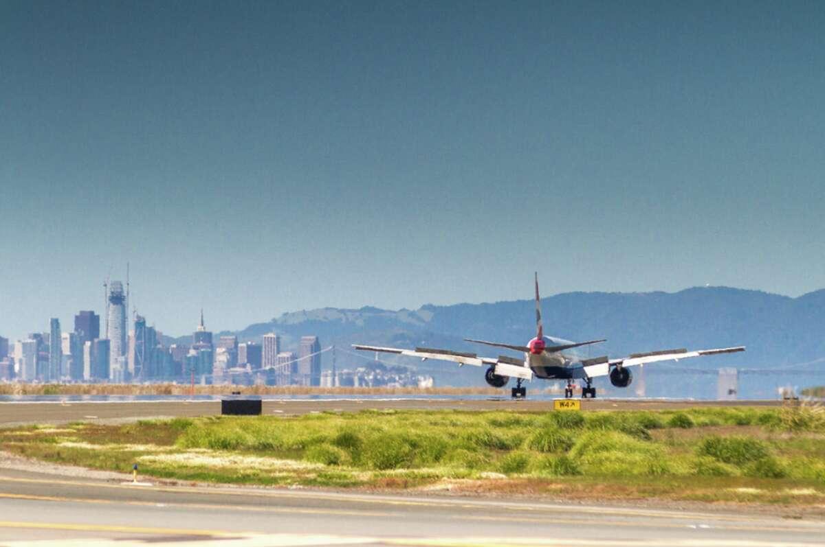 A British Airways B777 lands at Oakland Airport