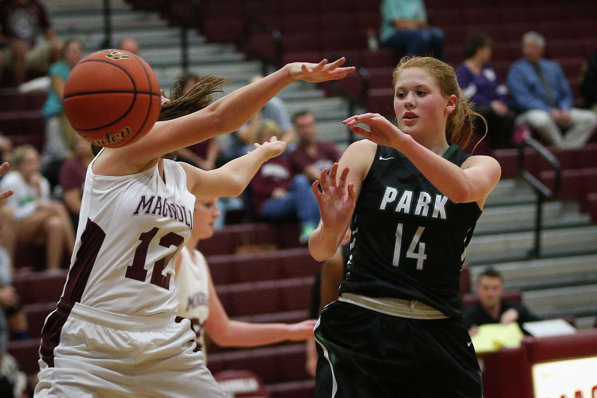 Kingwood Park's Katie Searcy (14) passes the ball during the varsity girls basketball game against Magnolia on Tuesday, Nov. 15, 2016, at Magnolia High School. (Michael Minasi / Chronicle)