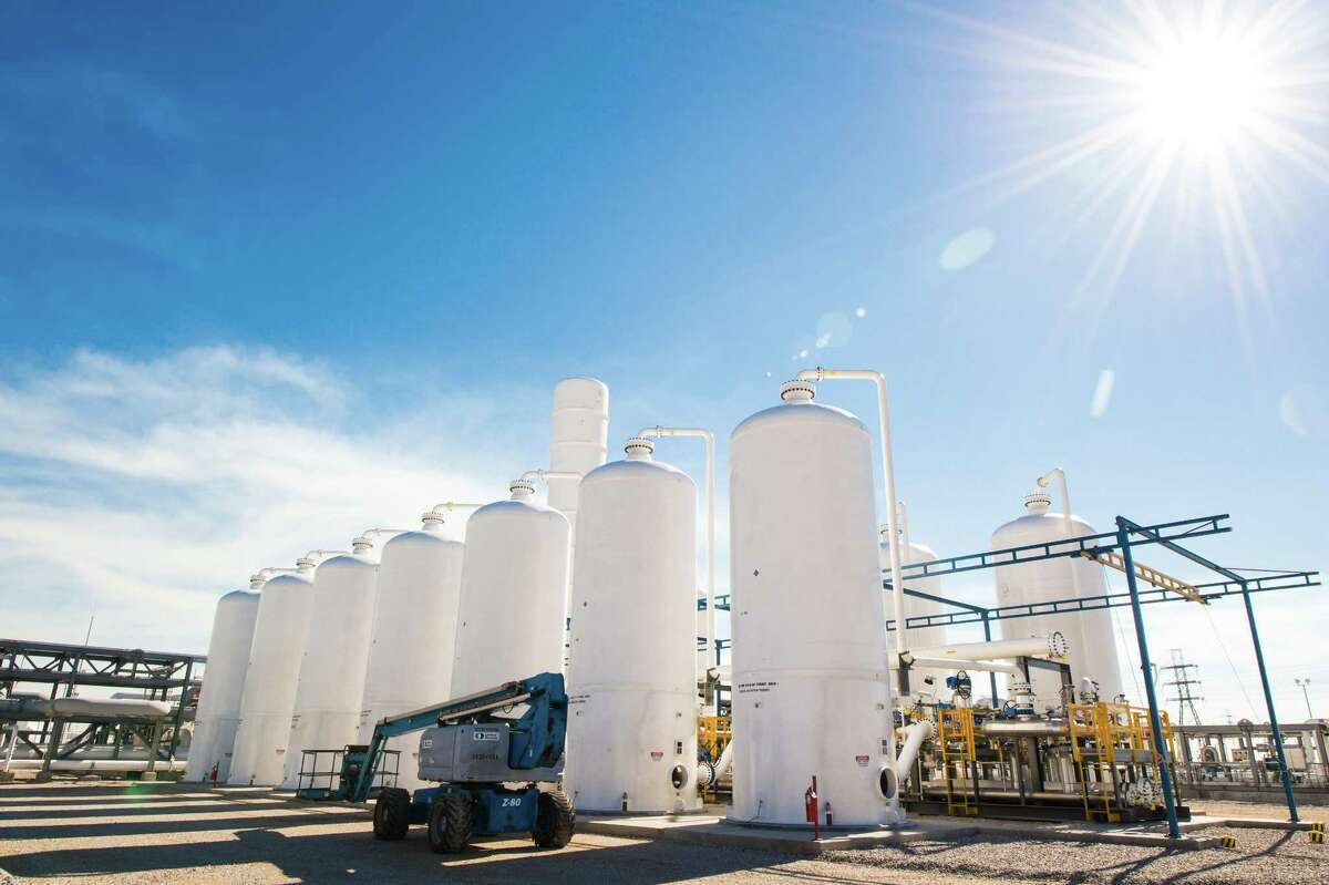 Praxair invested more than $400 million in Freeport to build a hydrogen processing plant and more at Dow Chemical's massive complex.