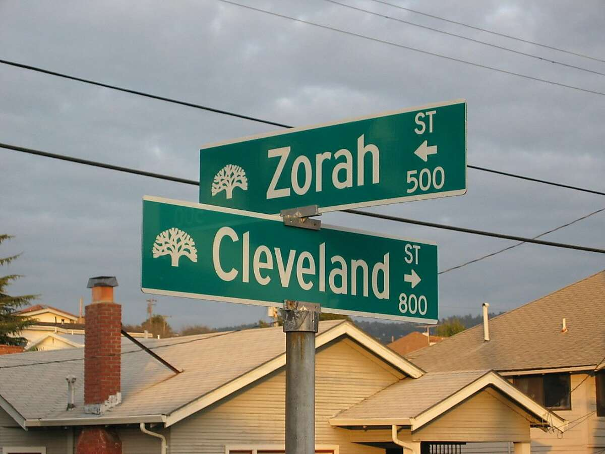 cwzorahresults03.JPG FOR CHRONICLEWATCH USE ONLY Missing street sign for Zorah Street at Cleveland was replaced and three other signs on the block were upgraded. 2/8/05 in Oakland. Suzanne Pullen / The Chronicle