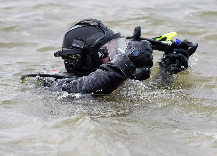 Divers search Lake Conroe for new evidence in 1998 Trotter