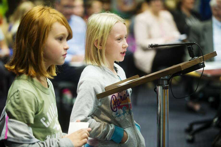 Meridian 4th graders Haylee Yorks, left, and Makayla Stockton present their suggested improvements for Sanford Lake Park to the Midland County Board of Commissioners on Oct. 17, 2017 in the County Services Building. (Katy Kildee/kkildee@mdn.net) Photo: (Katy Kildee/kkildee@mdn.net)