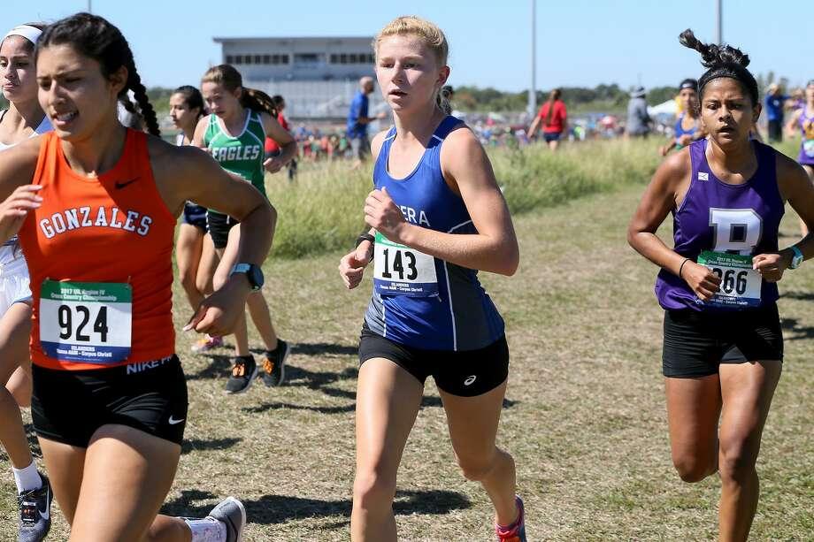 Bandera's Sandy Clarkin, center, runs in the Region IV 4A cross country championships at Texas A&M Corpus Christi on Oct. 23. Photo: Marvin Pfeiffer /San Antonio Express-News / Express-News 2017