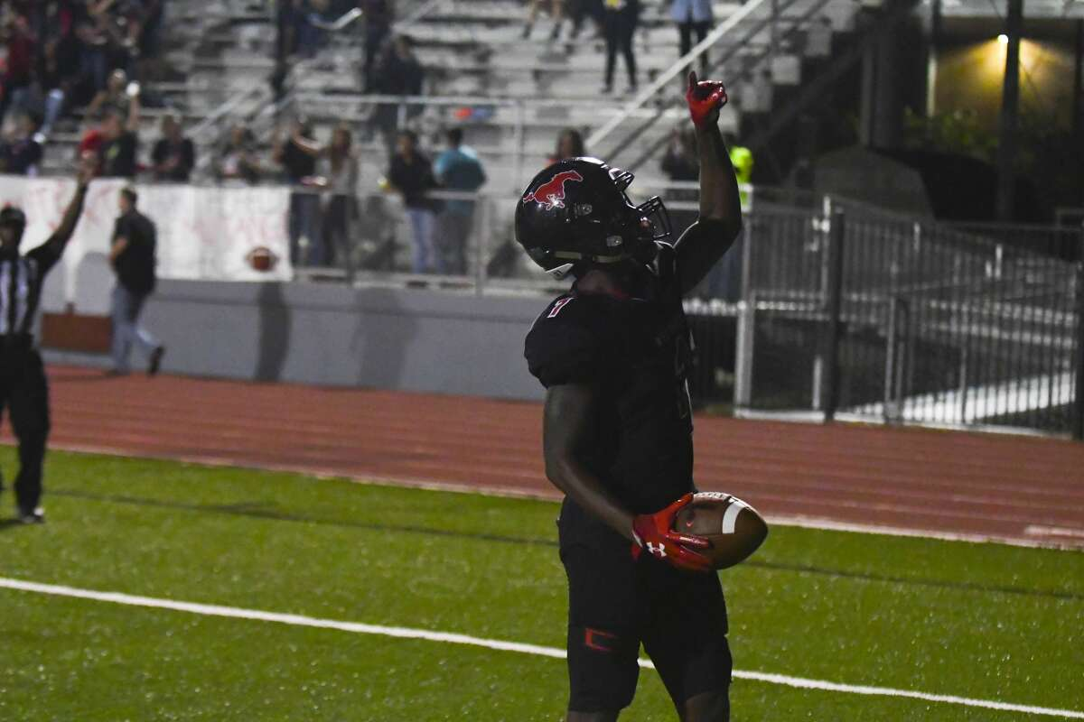 Westfield QB #1 Rayshawn Jame catches two touchdown passes in the first half.