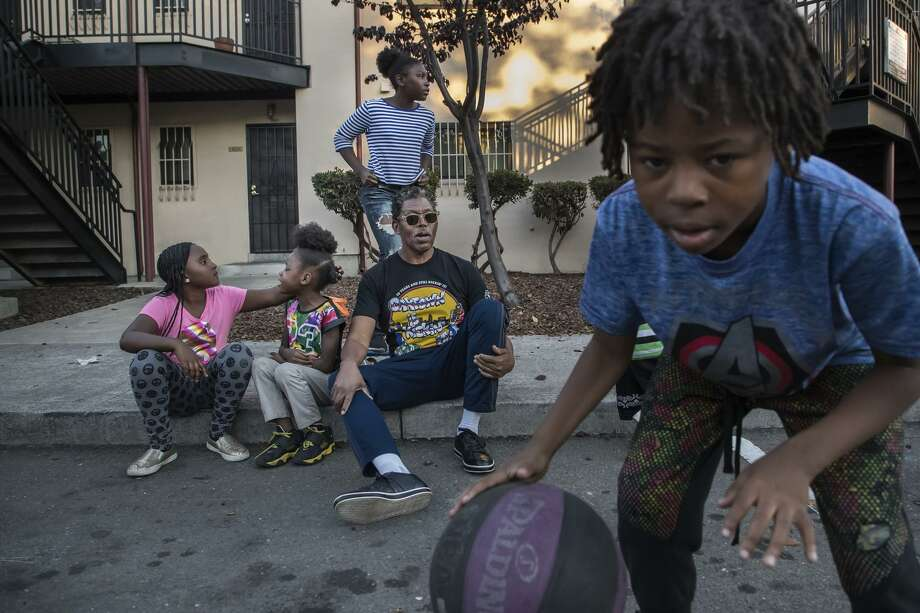 Dante Malone shows off some moves for Kaigonna Garrett (left), Libya Malone, Liberty Kamaora Hennegan and James Copes. Photo: Paul Kuroda / Paul Kuroda / Special To The Chronicle / online_yes