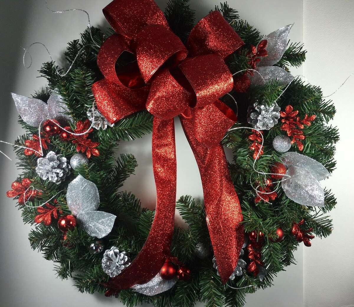 Send in your 2017 Circles of Caring wreaths! 2016 Circles of Caring Adult Division Runner-up: Rylee Servis, Clifton Park ORG XMIT: 81OIa4FaRK_m_RTF2dkq