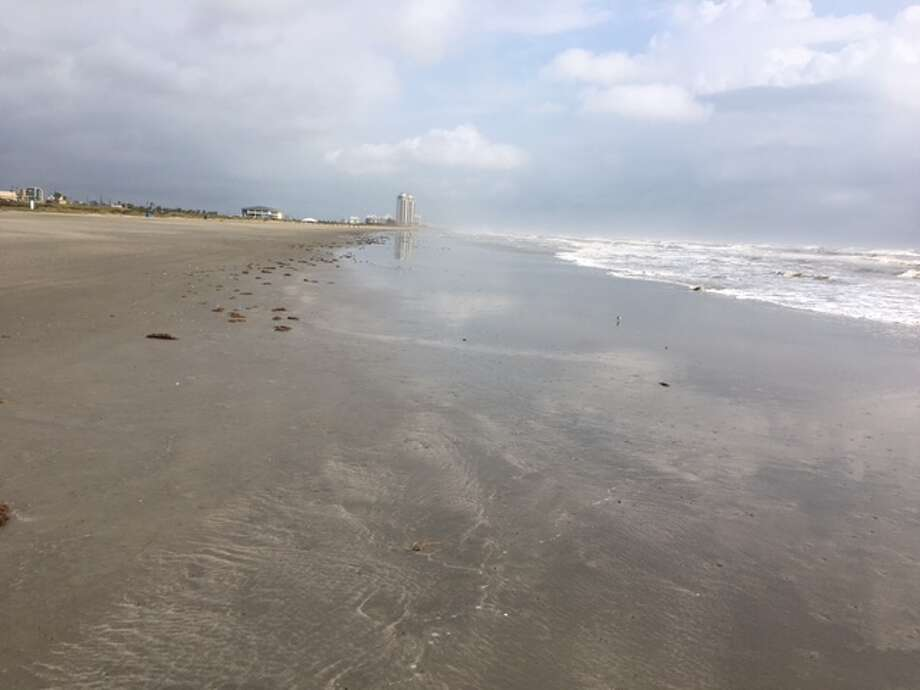 The stretch of beach where the body was found is not considered dangerous. Photo: Mike Snyder/Houston Chronicle