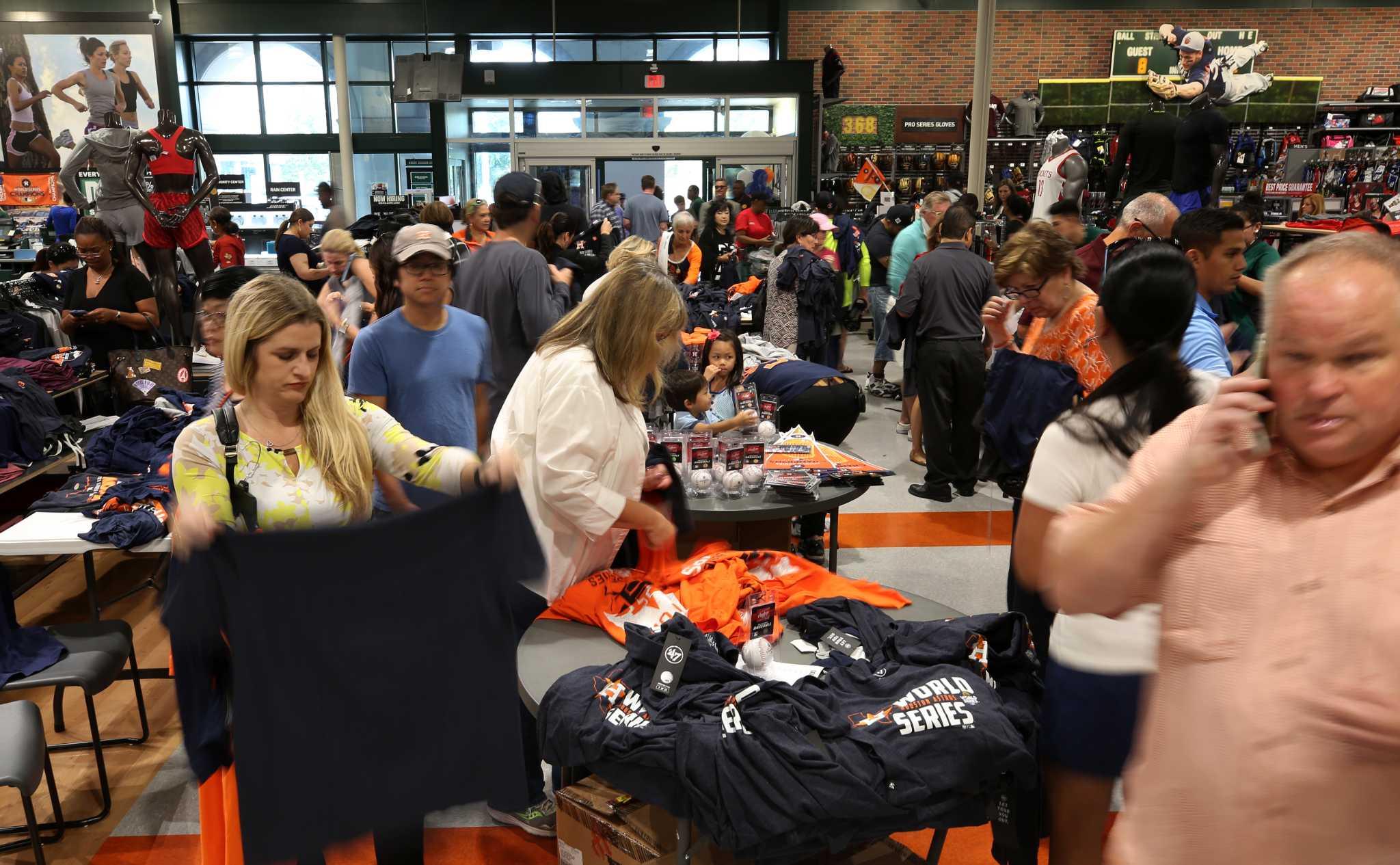 696bceefa Astros win turns Houston into a sea of orange as fans savor World Series  championship - HoustonChronicle.com