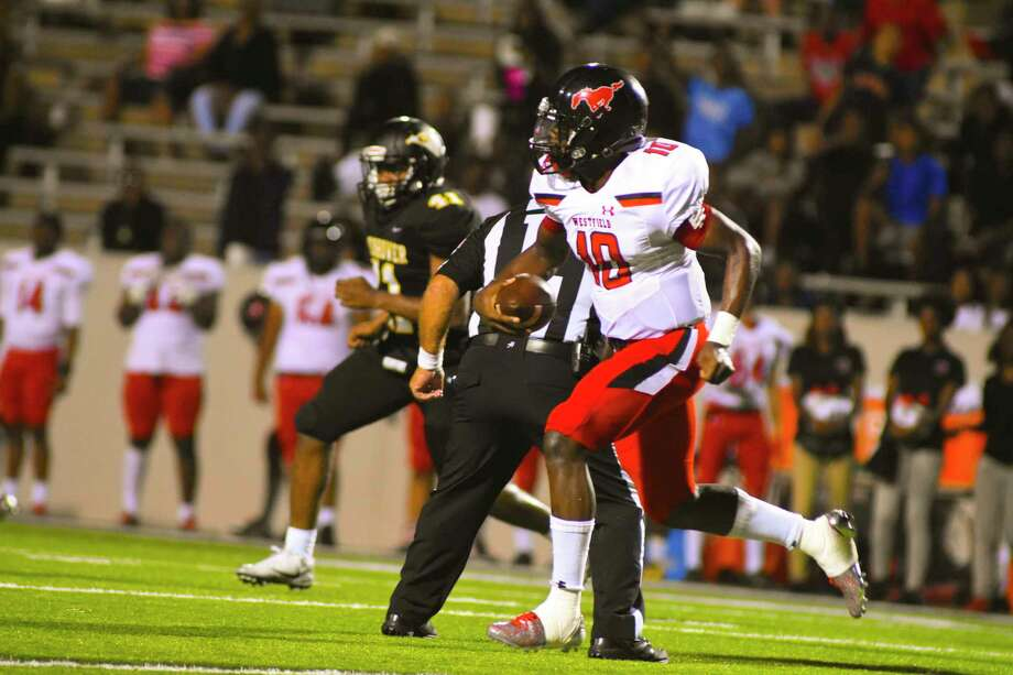 Westfield quarterback and District 16-6A's leading passer Terrance Gipson threw for 106 yards and one touchdown against Ike, giving him 1,200 yards and 10 TDs on 74-of-123 passing. Photo: Tony Gaines/ HCN, Photographer