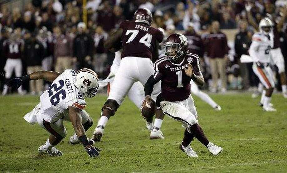 Texas A&M quarterback Kyler Murray (1) scrambles away from Auburn linebacker Justin Garrett (26) the last time the Aggies hosted the Tigers, on Nov. 7, 2015. Auburn prevailed. Photo: David J. Phillip /AP Photo