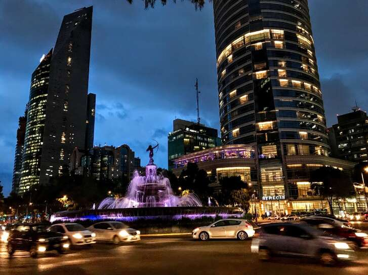 Mexico City's bustle is back along the Paseo de la Reforma and the St Regis Hotel (Photo: Chris McGinnis)