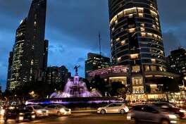 Mexico City's bustle is back along the Paseo de la Reforma and the St Regis Hotel (Photo: Chris McGinnis)