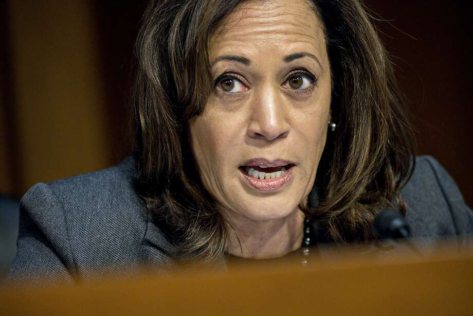 Senator Kamala Harris, a Democrat from California, questions witnesses during a Senate Intelligence Committee hearing on Wednesday, Nov. 1, 2017. Photo: Andrew Harrer, Bloomberg
