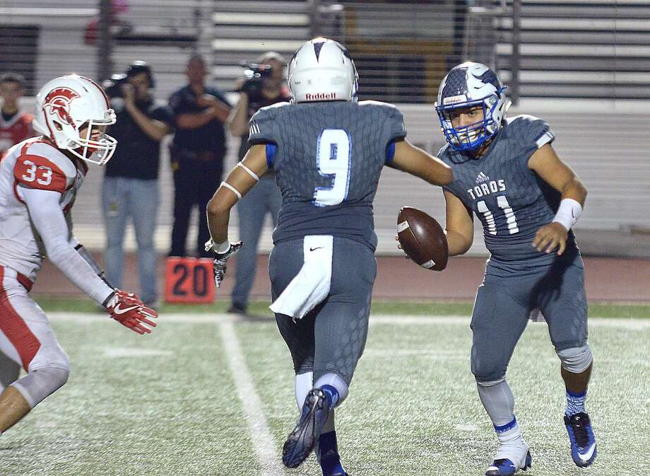 Cigarroa quarterback Alfredo Sepulveda (11), Alex Guzman (9) and the Toros fell to Roma 21-17 on Friday night at Shirley Field. Photo: Cuate Santos /Laredo Morning Times / Laredo Morning Times
