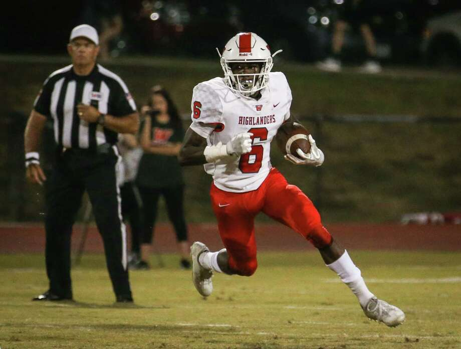 The Woodlands' Kesean Carter (6) returns the ball during the varsity football game against Montgomery on Friday, Nov. 3, 2017, at Bears Stadium in Montgomery. (Michael Minasi / Houston Chronicle) Photo: Michael Minasi, Staff Photographer / © 2017 Houston Chronicle