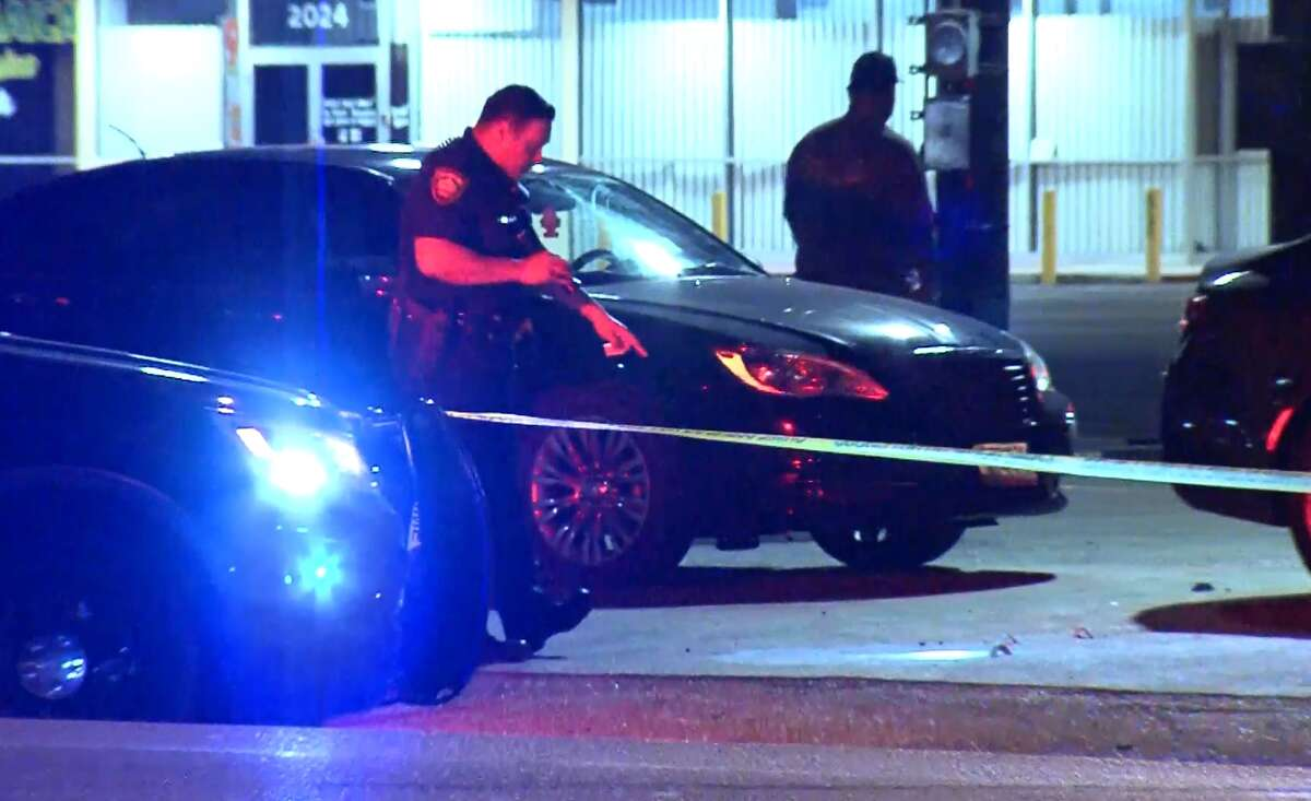 San Antonio police investigate a shooting at a Northeast Side bar Saturday morning, Nov. 4, 2017.