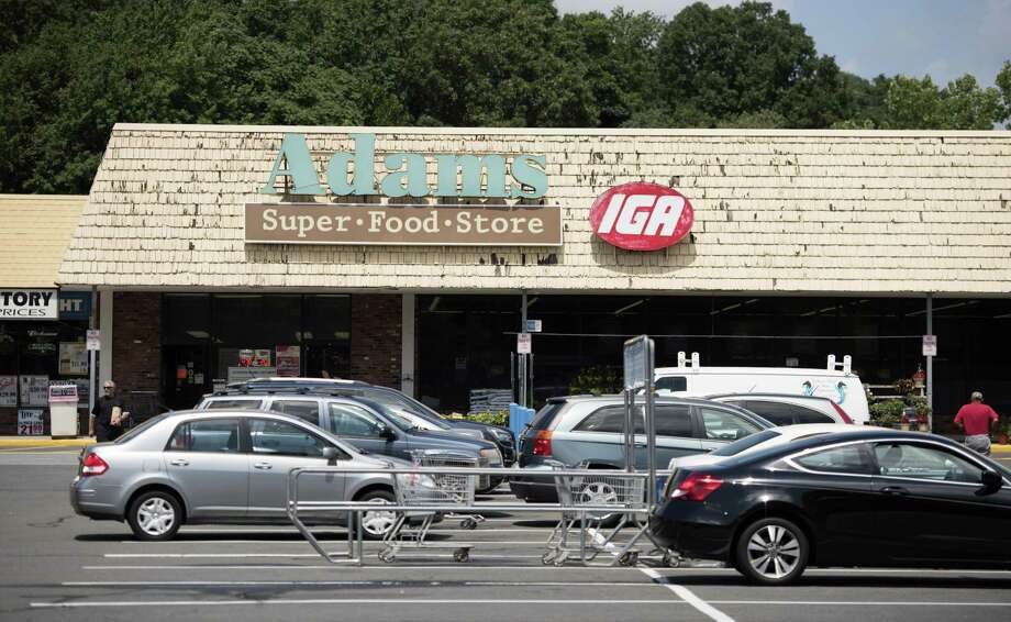 Adams Super Food Store in Derby, adjacent to the Walmart which closed July 29, 2016, will close Sept. 21, 2016. Photo: Autumn Driscoll / Hearst Connecticut Media / Connecticut Post freelance