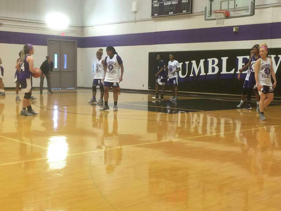 The Humble girls basketball team practices at the high school gym on Thursday, November 2 Photo: Elliott Lapin