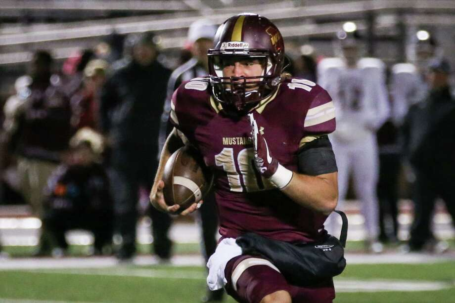 Magnolia West's John Matocha (10) runs the ball during the varsity football game against Waller on Friday, Oct. 27, 2017, at Mustang Stadium. (Michael Minasi / Houston Chronicle) Photo: Michael Minasi, Staff Photographer / © 2017 Houston Chronicle