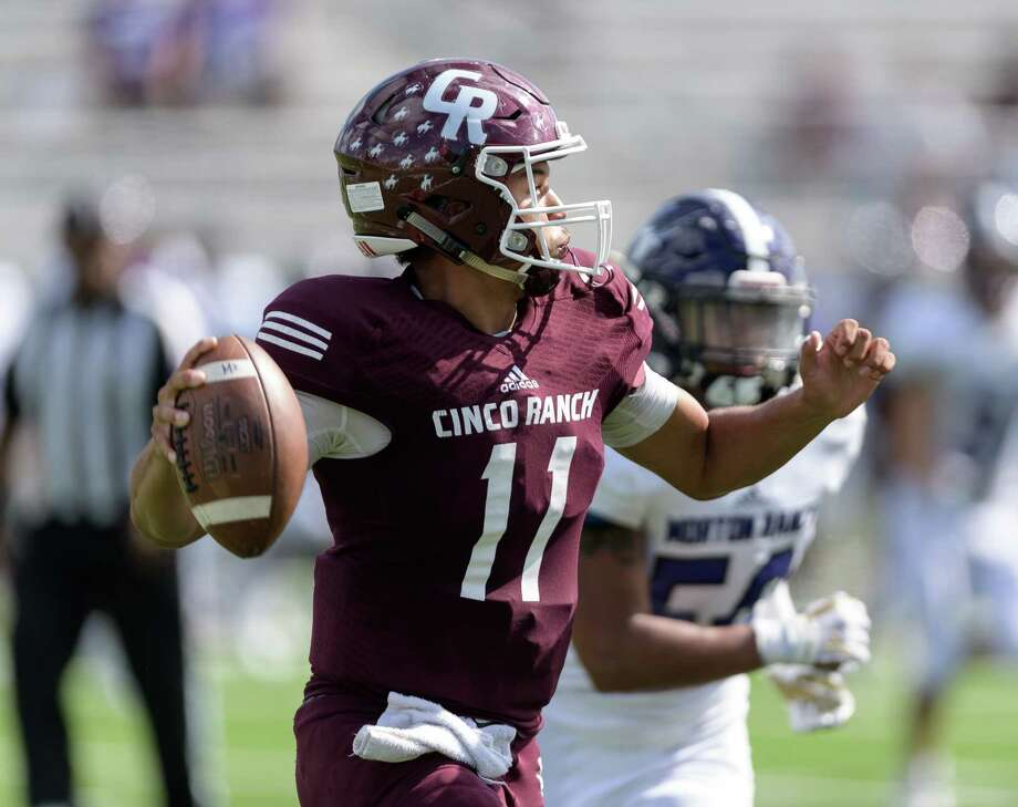 Cam Harper (11) f the Cinco Ranch Cougars attempts to pass in the second half against the Morton Ranch Mavericks in a high school football game on Saturday, November 4, 2017 at Legacy Stadium in Katy Texas. Photo: Wilf Thorne, For The Chronicle / © 2017 Houston Chronicle