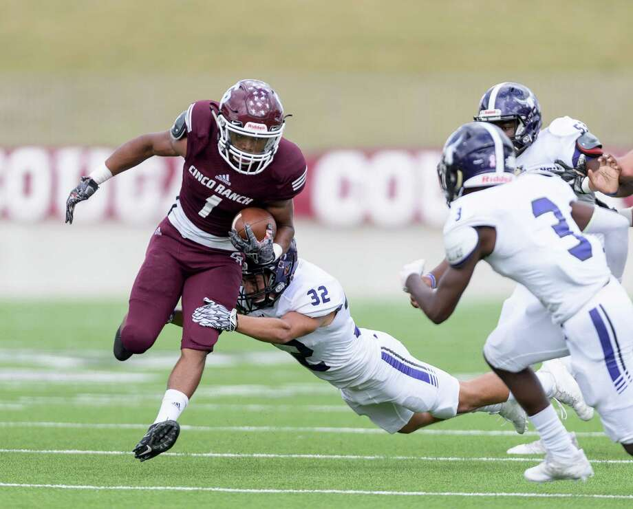 Cinco Ranch's Sanders Crawford IV, left, tries to shake off Morton Ranch defender Thomas Rosa. Photo: Wilf Thorne / © 2017 Houston Chronicle