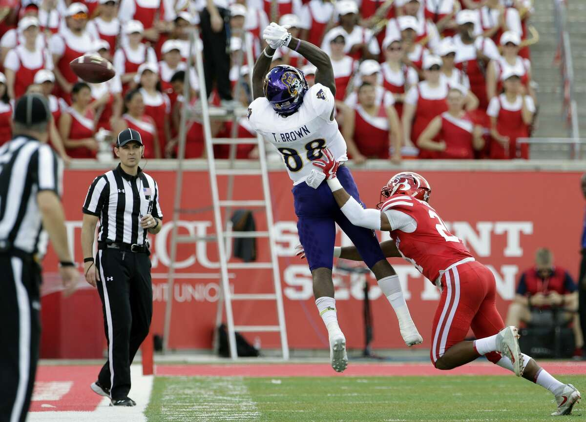 East Carolina wide receiver Trevon Brown's (88) reception is incomplete under pressure from Houston cornerback Jeremy Winchester (24) during the first half of an NCAA college football game Saturday, Nov. 4, 2017, in Houston. (Michael Wyke/Houston Chronicle via AP)
