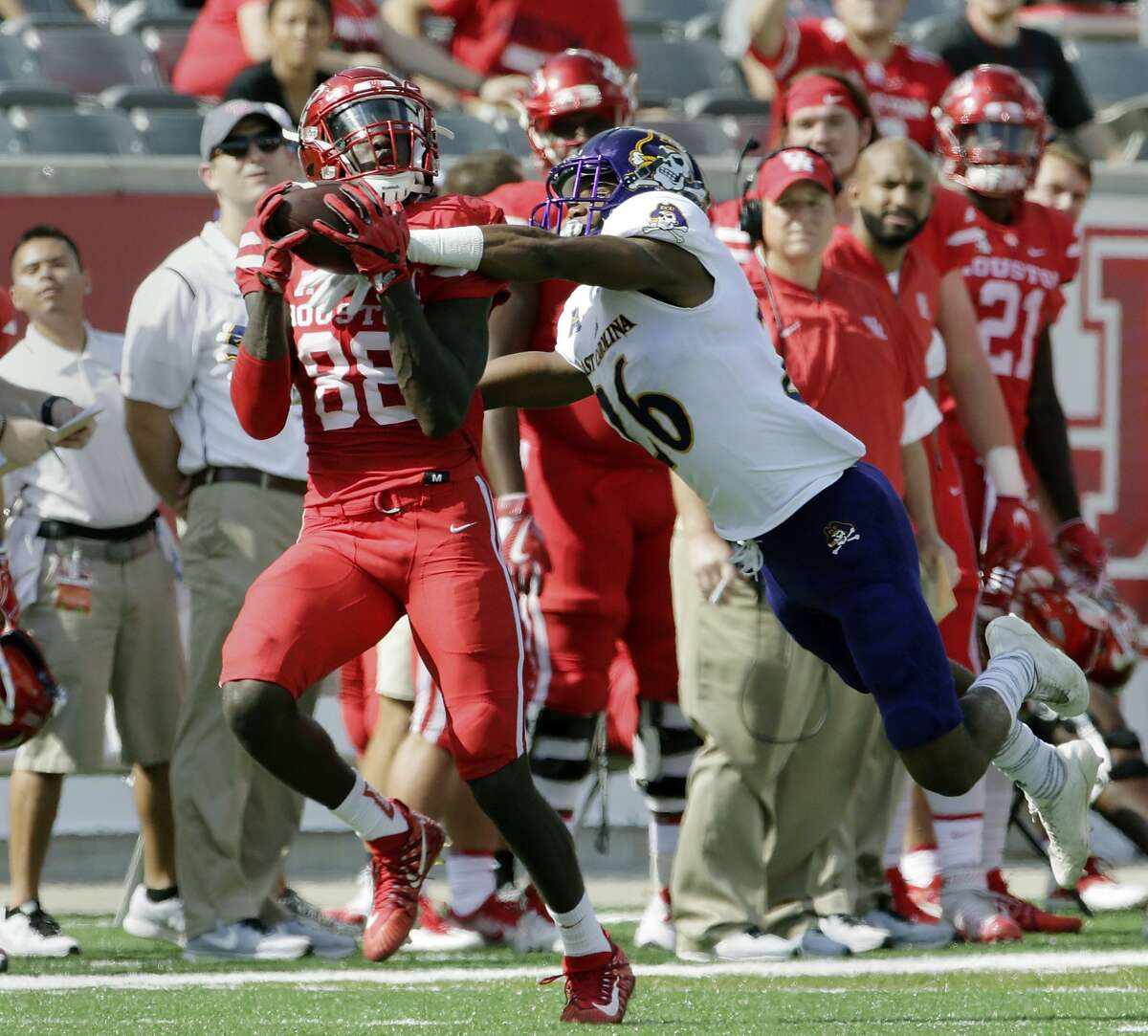 Houston wide receiver Steven Dunbar (88) makes the reception despite the pressure by East Carolina defensive back Colby Gore (26) during the first half of an NCAA college football game Saturday, Nov. 4, 2017, in Houston. (Michael Wyke/Houston Chronicle via AP)