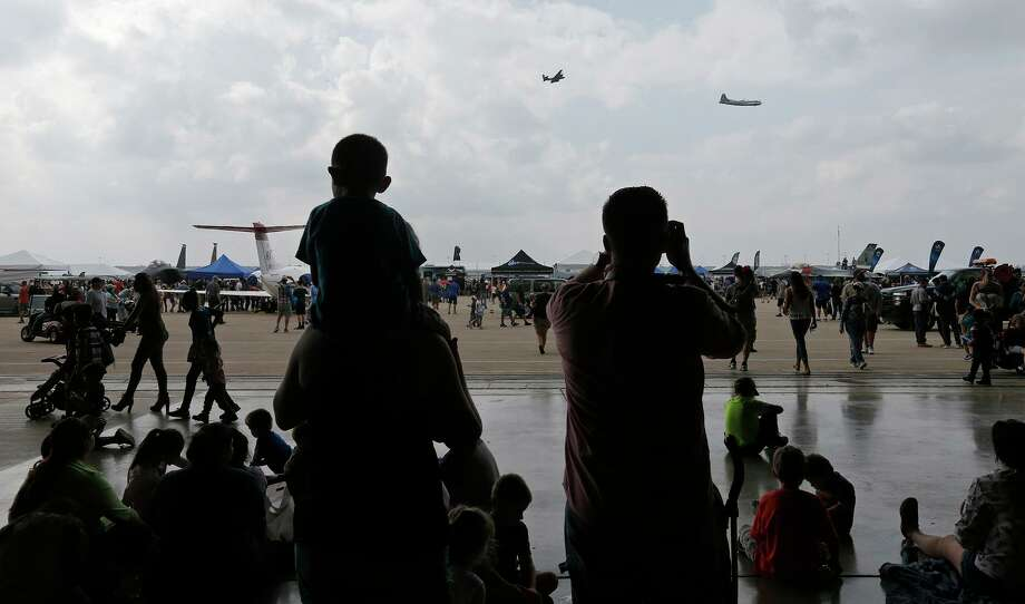 People take in the sights during the the Joint Base San Antonio 2017 Air Show and Open House held Saturday Nov 4, 2017 at JBSA-Lackland Kelly Field Annex at Port San Antonio. Photo: Edward A. Ornelas, Staff / San Antonio Express-News / © 2017 San Antonio Express-News