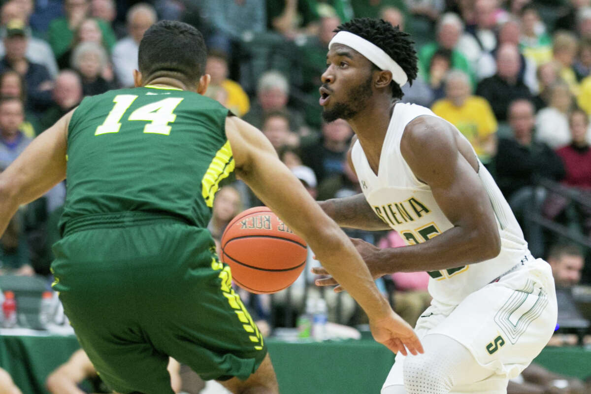 Le Moyne guard Tyree Chambers (14) defending the zone against Siena guard Nico Clareth (25) on 11.04.17 at Siena College, Albany NY. Photo by Robert Dungan (Special to The Times Union) ORG XMIT: MER2017082023255053