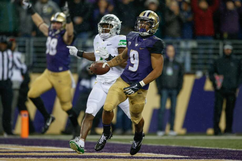 Running back Myles Gaskin #9 of the Washington Huskies scores a touchdown in the second quarter against the Oregon Ducks at Husky Stadium on November 4, 2017 in Seattle, Washington.  (Photo by Otto Greule Jr/Getty Images) Photo: Otto Greule Jr/Getty Images