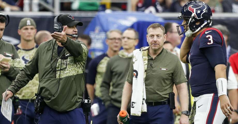 Houston Texans head coach Bill O'Brien talks to quarterback Tom Savage (3) during a time out in the third quarter of an NFL football game against the Indianapolis Colts at NRG Stadium on Sunday, Nov. 5, 2017, in Houston. ( Brett Coomer / Houston Chronicle ) Photo: Brett Coomer/Houston Chronicle
