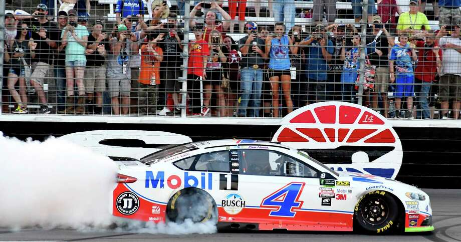 Kevin Harvick burns his tires in front of the grand stand after winning the NASCAR Cup Series auto race at Texas Motor Speedway in Fort Worth, Texas, Sunday, Nov. 5, 2017. (AP Photo/Larry Papke) Photo: Larry Papke, FRE / FR58581AP