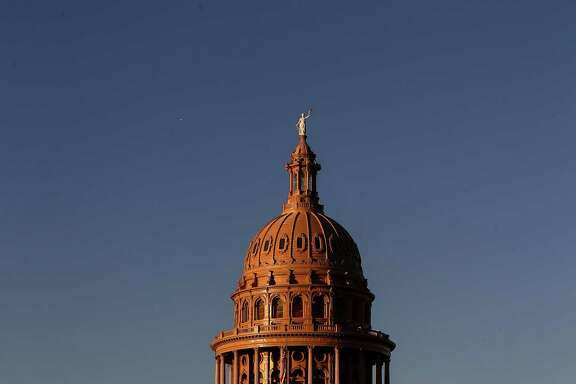 The sun sets over the Texas Capitol Friday in Austin.  ( Jon Shapley / Houston Chronicle )