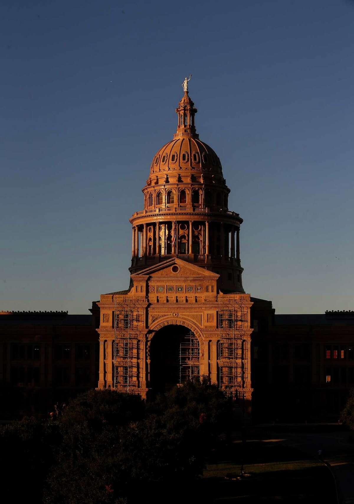The sun sets over the Texas Capitol Friday in Austin. ( Jon Shapley / Houston Chronicle )