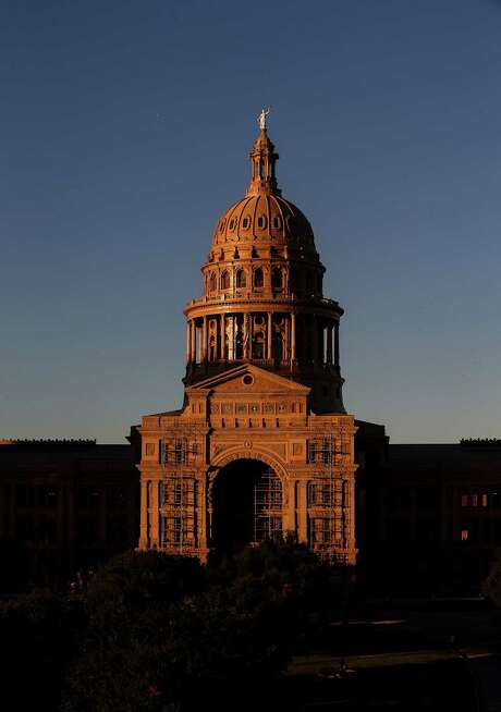 The sun sets over the Texas Capitol Friday in Austin.  ( Jon Shapley / Houston Chronicle ) Photo: Jon Shapley, Staff / Internal