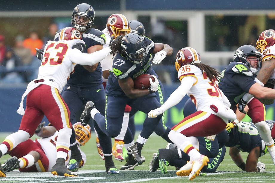 Seahawks running back Eddie Lacy finds a hole in the Washington defense during the first half of an NFL game at CenturyLink Field on Sunday, Nov. 5, 2017. Photo: GRANT HINDSLEY, SEATTLEPI.COM / SEATTLEPI.COM